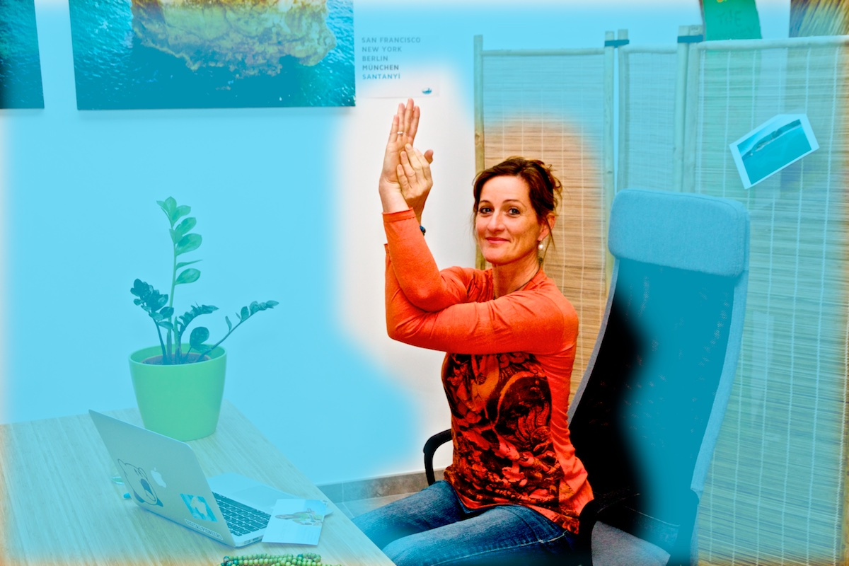 yoga laptop asana adler garudasana